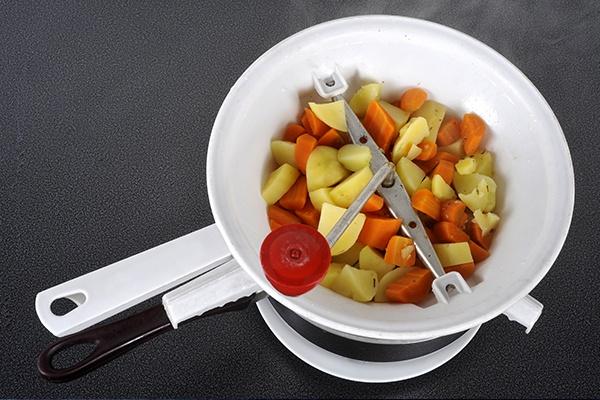 Eine Flotte Lotte gefüllt mit Gemüse.