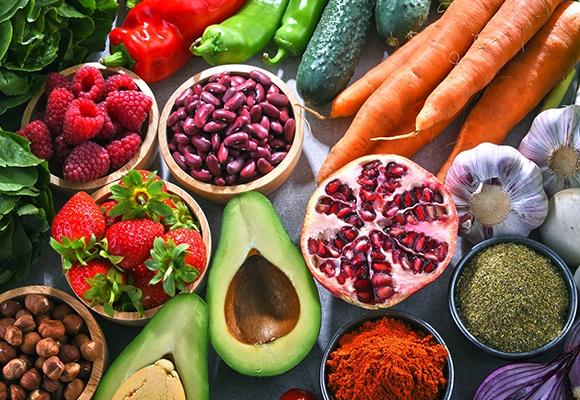 Unterschiedliche Obst- und Gemüsesorten.