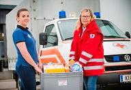 HOFER Mitarbeiterin mit Mitarbeiterin Rotes Kreuz