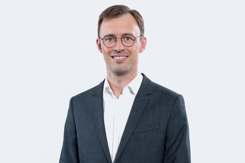 Wolfgang Frisch, Mitglied der Führungsebene, lächelt sympathisch in die Kamera.