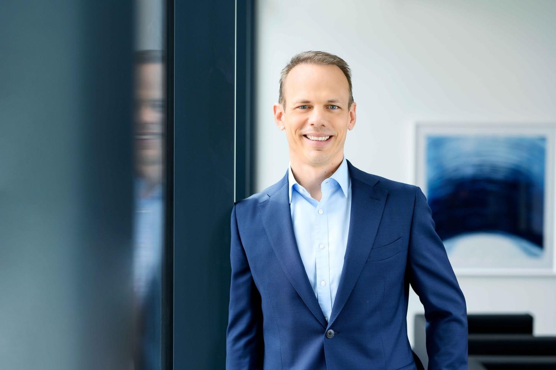 Michael Veiser, Mitglied der Führungsebene, lächelt sympathisch in die Kamera.