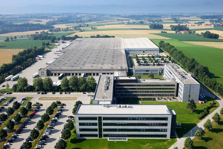 Die HOFER-Hauptniederlassung in Sattledt aus der Vogelperspektive von oben.
