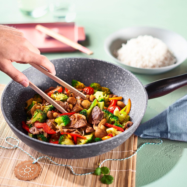 Gemüse-Wok mit Rinderfiletstreifen
