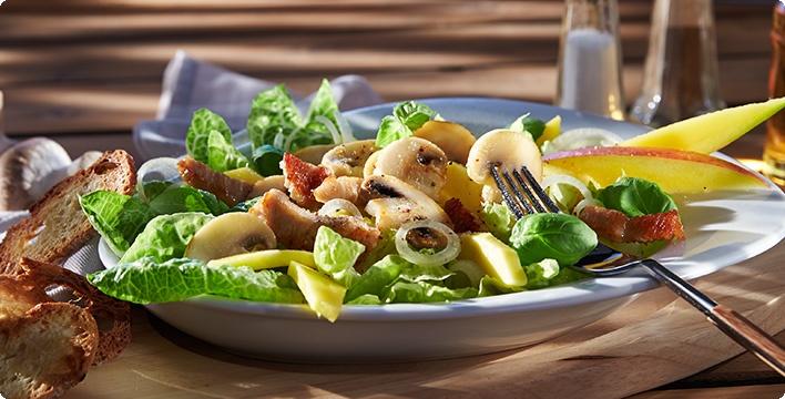 Salatherzen mit Champignons und Putenstreifen