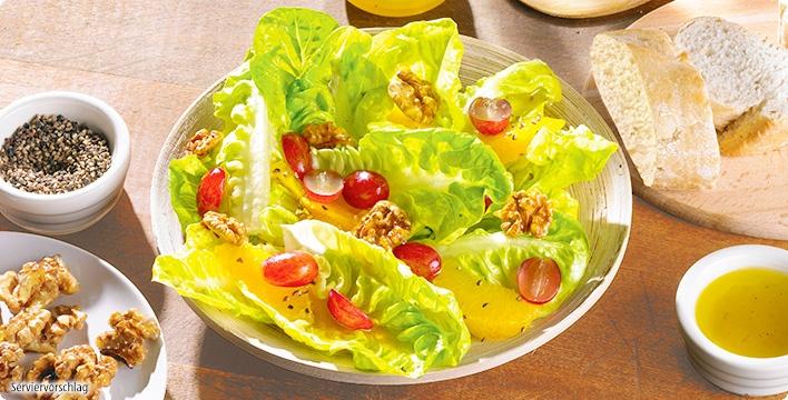 Salatherzen mit karamellisierten Walnüssen und Trauben