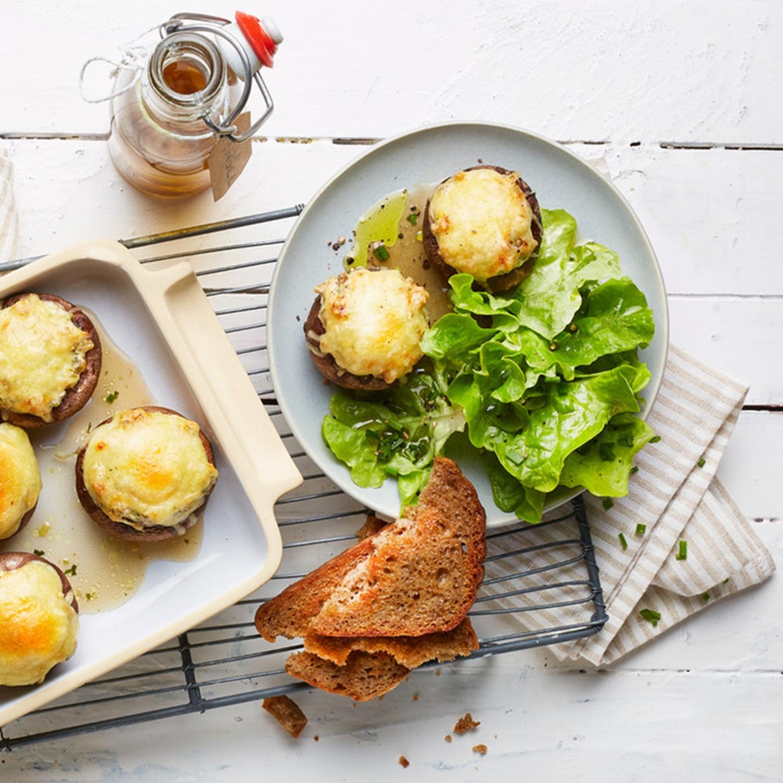 Gefüllte Champignons mit Käse überbacken
