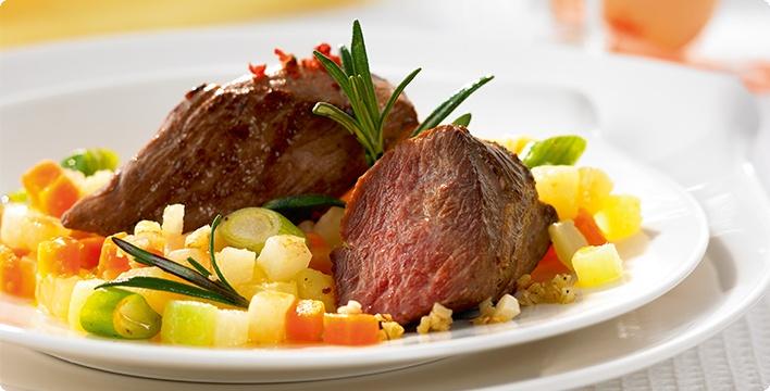 Lamm-Steaks mit Gemüse Dreierlei