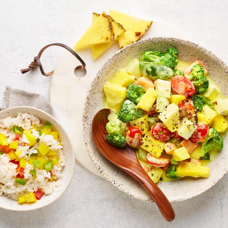Ananas-Gemüsecurry mit Paprikareis