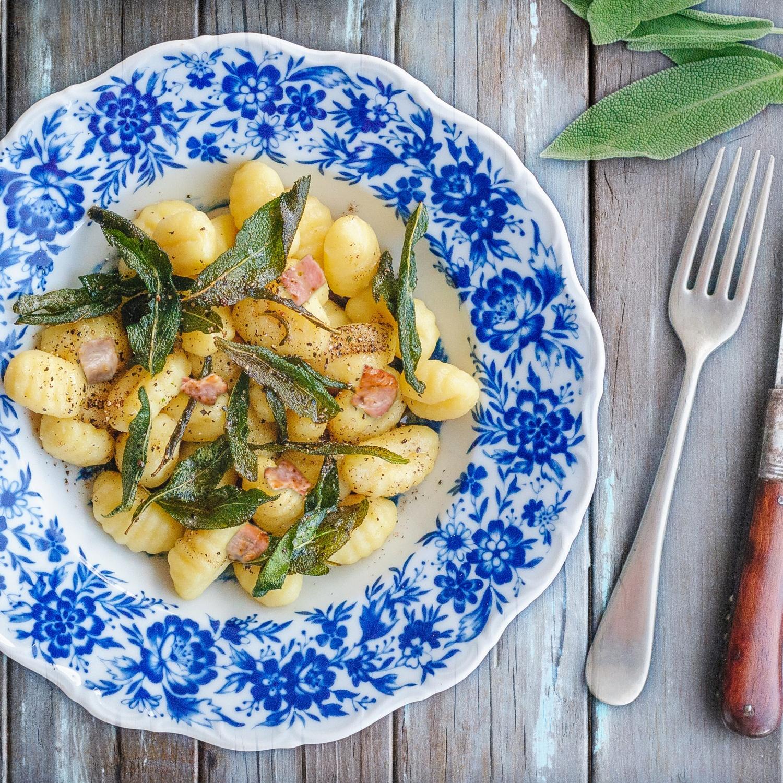 Gnocchi mit Salbei-Schinken-Butter und karamellisierten Feigen