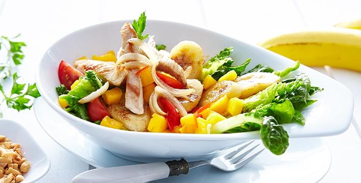Exotischer Salat mit Putenstreifen