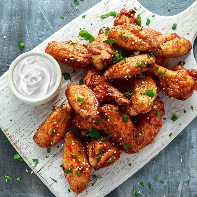 Chicken Wings mit Cheese-Cream und Cranberry-Reis