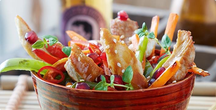 Pikanter Fleischsalat mit Sesam und Granatapfel
