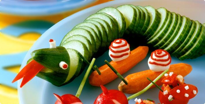 Gurkenschlange und Paprikaschiffchen