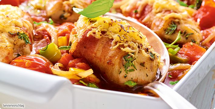 Überbackene Hähnchen-Kräutermedaillons in Paprika-Tomatensauce