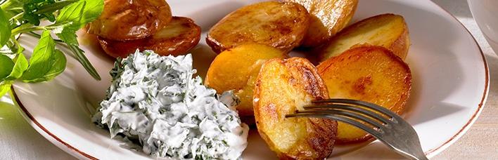 Blechkartoffeln mit Kräuterquark
