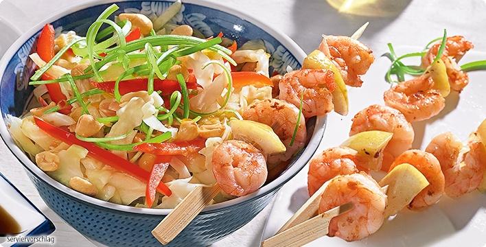 Asiatischer Spitzkohlsalat mit gebratenen Garnelen