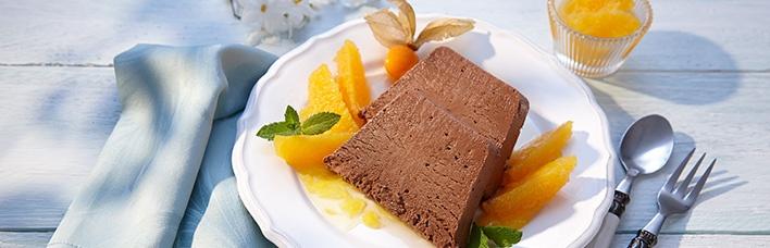 Schokoladen-Parfait mit Orangenkompott