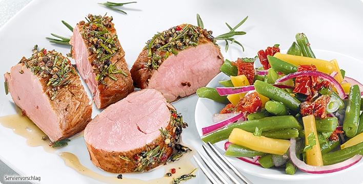 Schweinelendchen mit Rosmarin und lauwarmem Bohnensalat