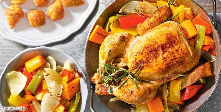 Gebackenes Hähnchen mit Röstgemüse und Kroketten