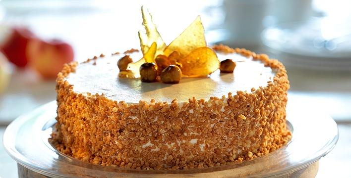 Apfel-Buttercreme Torte mit Haselnüssen
