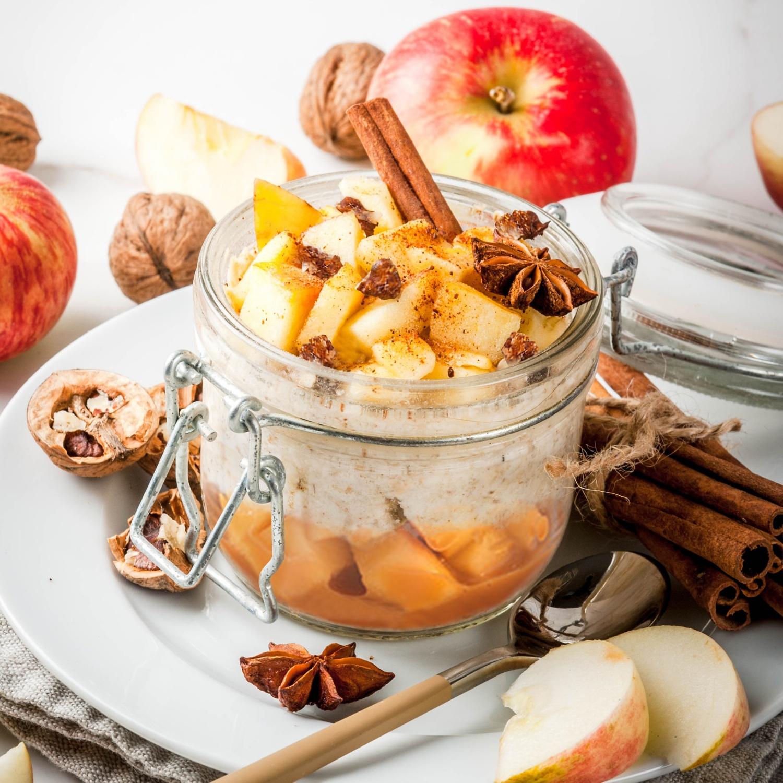 Apfel-Sahne-Dessert mit Haselnusskrokant