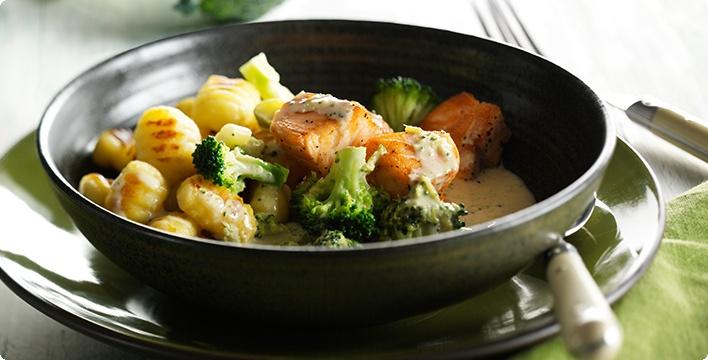 Gnocchi mit Lachs und Brokkoli in Weißwein-Sahne-Sauce