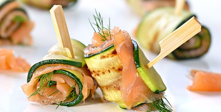Gebratene Zucchini-Lachs-Röllchen