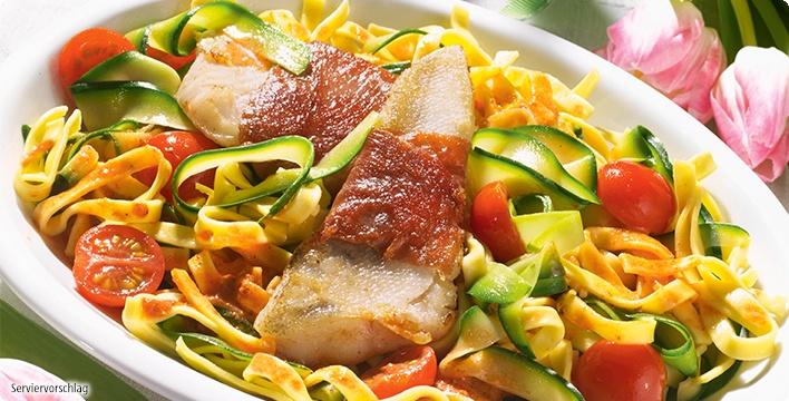 Gourmet-Nudeln mit Pesto und gebratenem Zander
