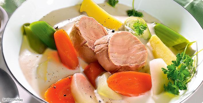 Pochiertes Schweinefilet mit Bouillon-Gemüse und Meerrettich-Rahm