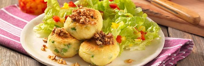 Kartoffel-Buletten mit Kopfsalat