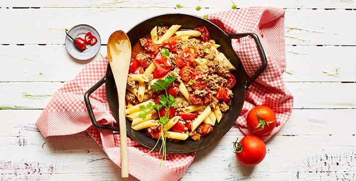 Tomaten-Hackfleisch-Pfanne mit Penne