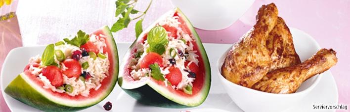 Reissalat mit Wassermelone und Hähnchen-Schenkeln