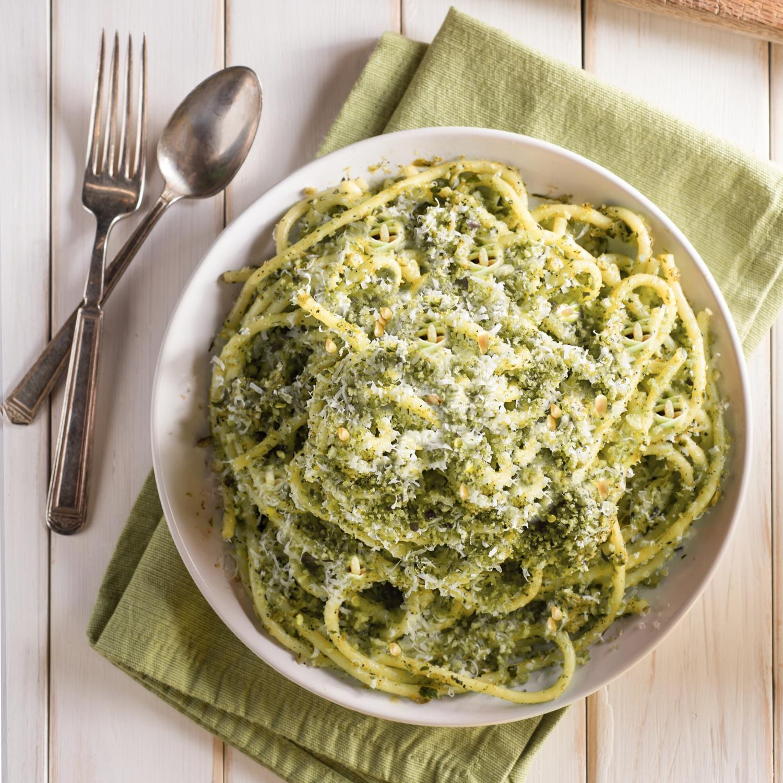 Spaghetti mit Pesto von grünem Spargel