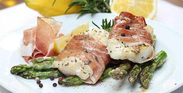 Spargel mit Seelachs und Prosciutto