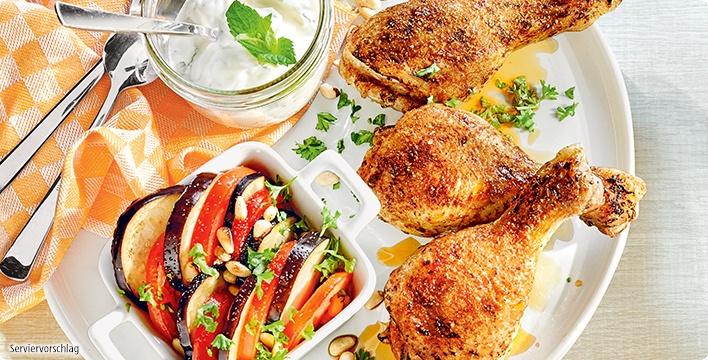 Ofen-Hähnchen-Unterkeulen mit Aubergine und würzigem Minzjoghurt