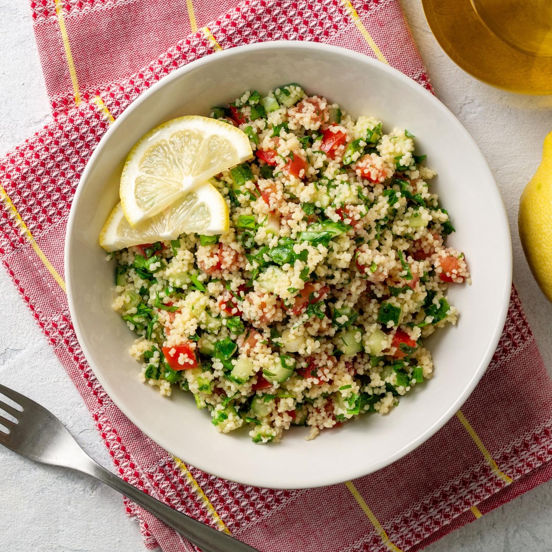 Couscous-Salat mit buntem Gemüse