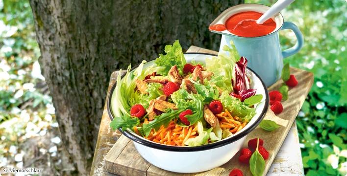 Sommerlicher Salat mit Hähnchenstreifen & Himbeervinaigrette