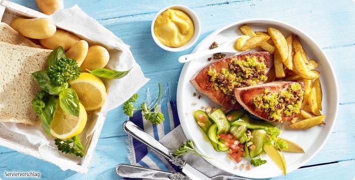 Thunfischfilet mit würzigen Zitronen-Kräuterbröseln und Ofen-Fritten