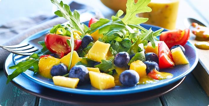 Fruchtiger Rucolasalat mit süß-scharfem Mangodressing