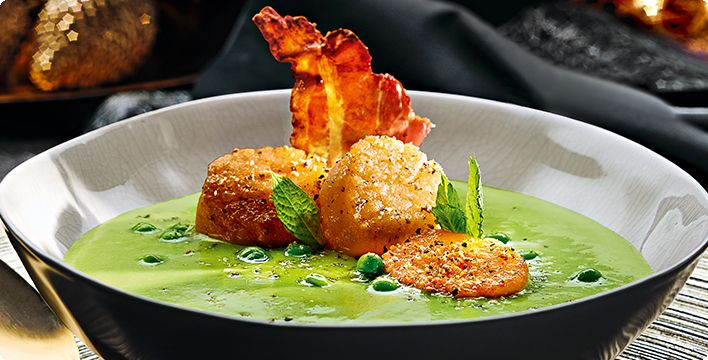 Erbsen-Minz-Suppe mit Scallops & Knusperbacon