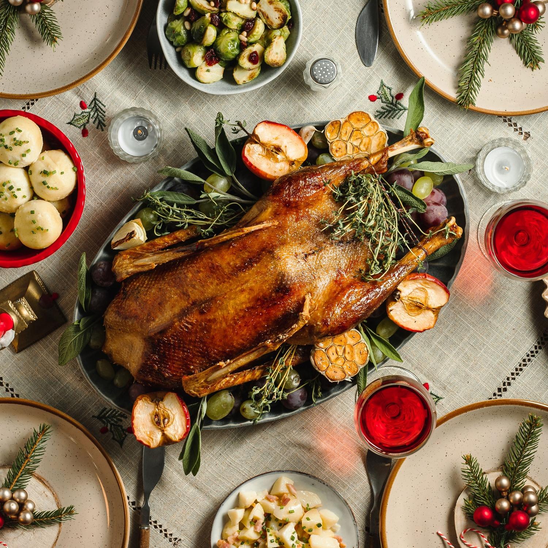 Weihnachtsgans mit Apfel-Zwiebel-Füllung