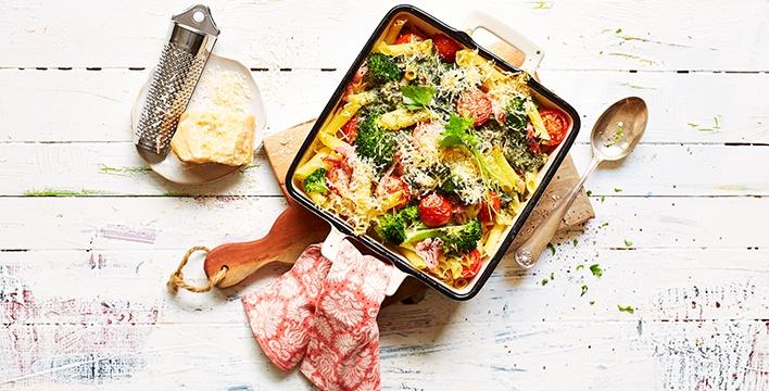 Nudelauflauf mit Gemüse und Kräuter-Frischkäsesauce