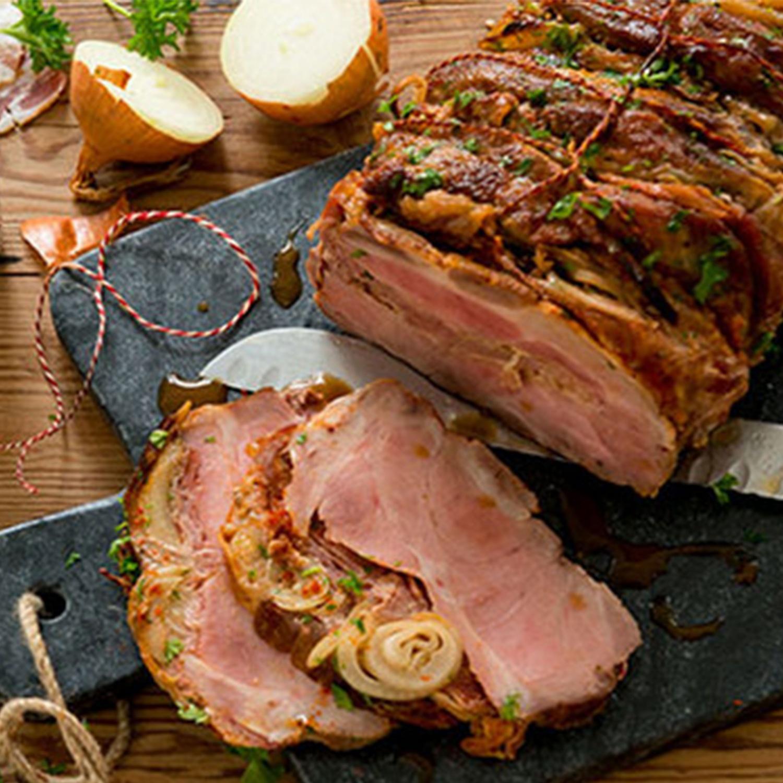 Schweine-Nackenbraten gefüllt mit Speck und Zwiebeln