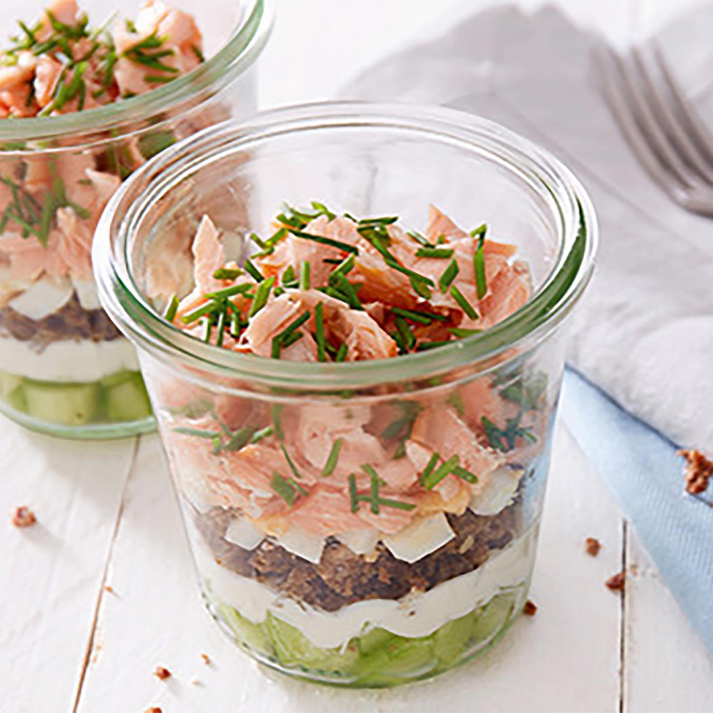 Lachs-Sandwich im Glas