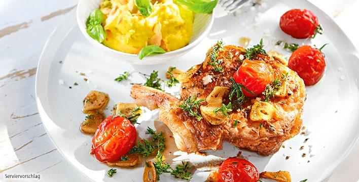 Kalbskotelett mit cremiger Oliven-Polenta und Schmelztomaten