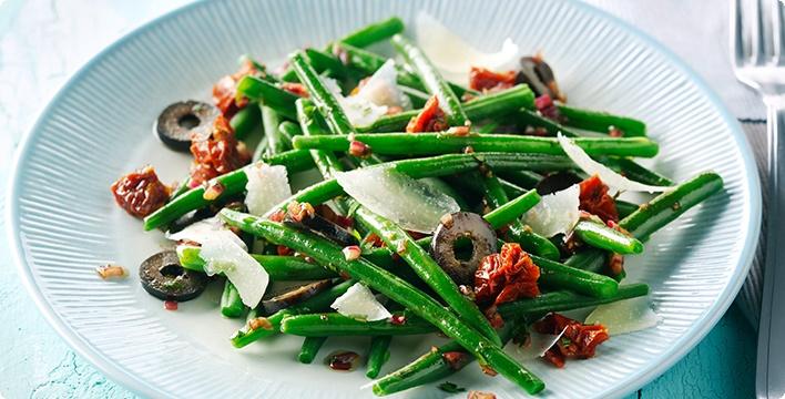 Bohnensalat mit getrockneten Tomaten und Oliven