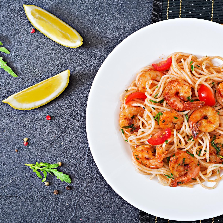"Gambas ""Italia"" mit Spaghetti aglio olio mit Kirschtomaten"