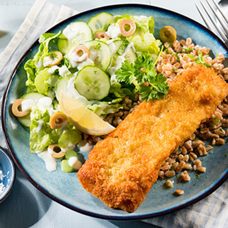 Knusperfilet mit Sellerie-Gurkensalat und Dinkelreis