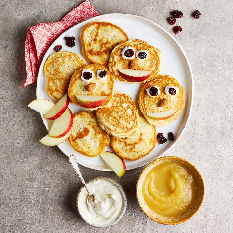 Haferflocken-Pancakes mit Apfelmus und Vanille-Quark