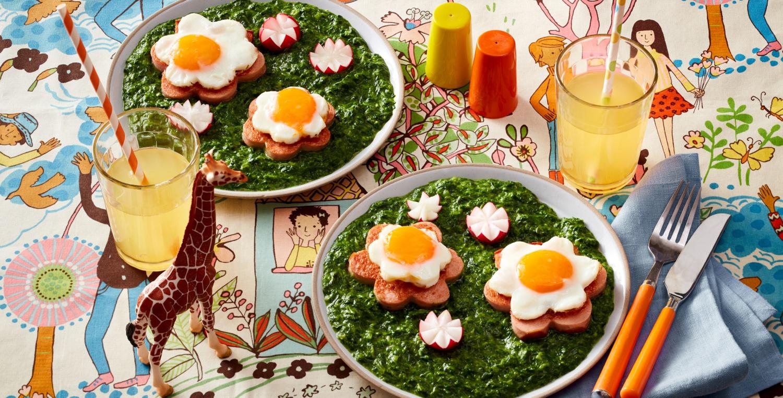 Leberkäse mit Spiegelei auf Spinat